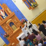 Novos casais legitimam matrimônio na Igreja
