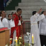 Padre Carlos celebra no Rebanhão