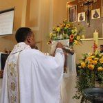 Padre Carlos celebra Missa de Páscoa na Sta. Luzia