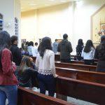 Jovens de 'Pedro e Paulo' realizam terço da Juventude