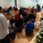 Grupo de Oração realiza noite de louvor