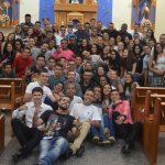 Semana da Juventude encerra com adoração à luz de velas